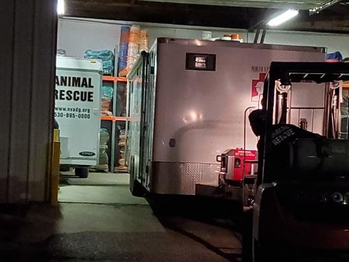 forklift pulling trailer